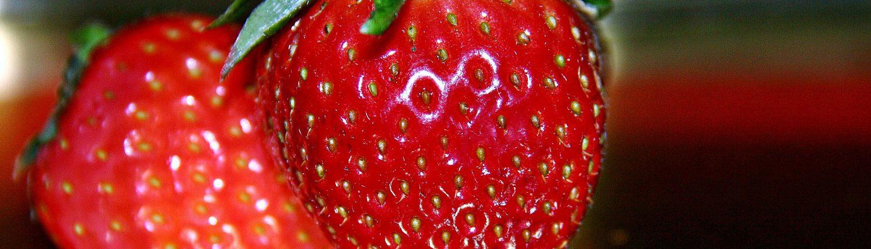 Erdbeeren zum Schokoladenparfait