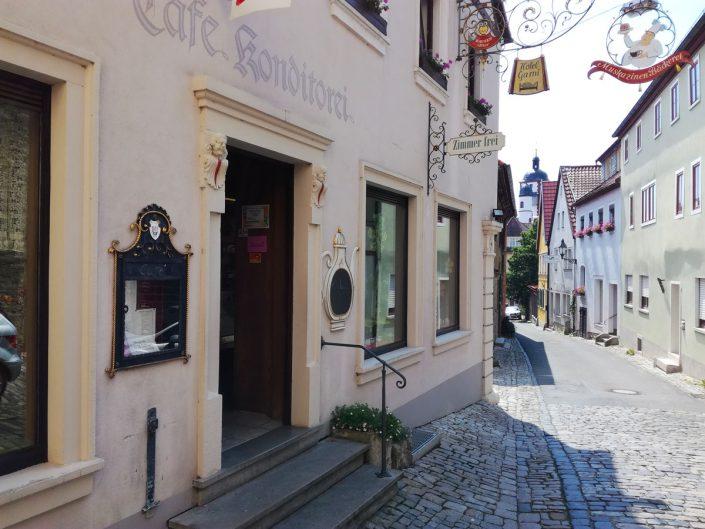 Seit über 125 Jahren backen sie hier Mukazinen, Konditorei Achtmann, Dettelbach
