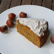 Rüblitorte, Möhrenkuchen mit Zimtsahne als Topping, ohne Zucker gebacken