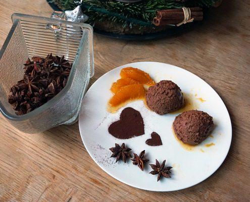 Mousse au Chocolat mit Orangenfilets in Orangensoße, Rezept für ein köstliches Dessert