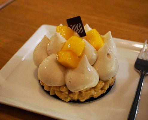 Patisserie in Berlin: Mandel-Mango-Törtchen im Café Zuka