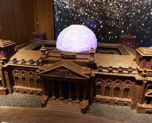 ganz aus Schokolade, Modell vom Berliner Reichstag, bei Rausch