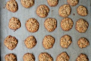 mit Kindern backen, einfaches Rezept für Haferkekse, auch ohne Zucker und glutenfrei