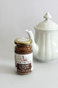 Glas mit löslichem Lupinenkaffee aus Altrei, Volturier, Südtirol